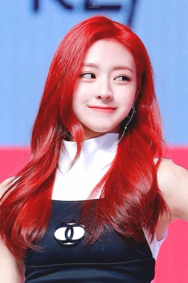 Four idols are likened to Disney princesses by changing their hair color: Rosé becomes Rapunzel in real life, Elsa is the prettiest to name a gen Z idol.
